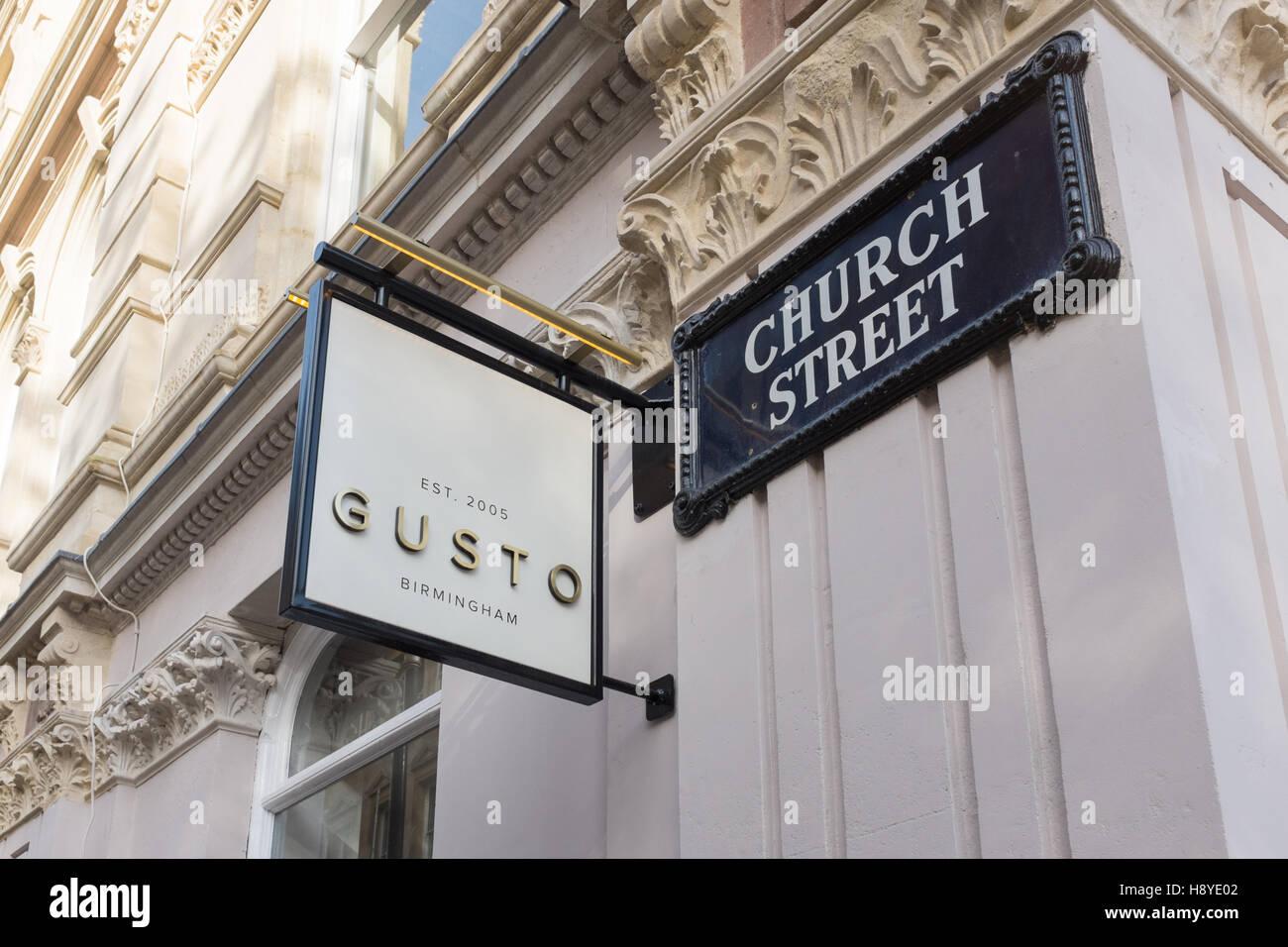 Zeichen für italienische Restaurant Gusto in Colmore Reihe, Birmingham Stockbild
