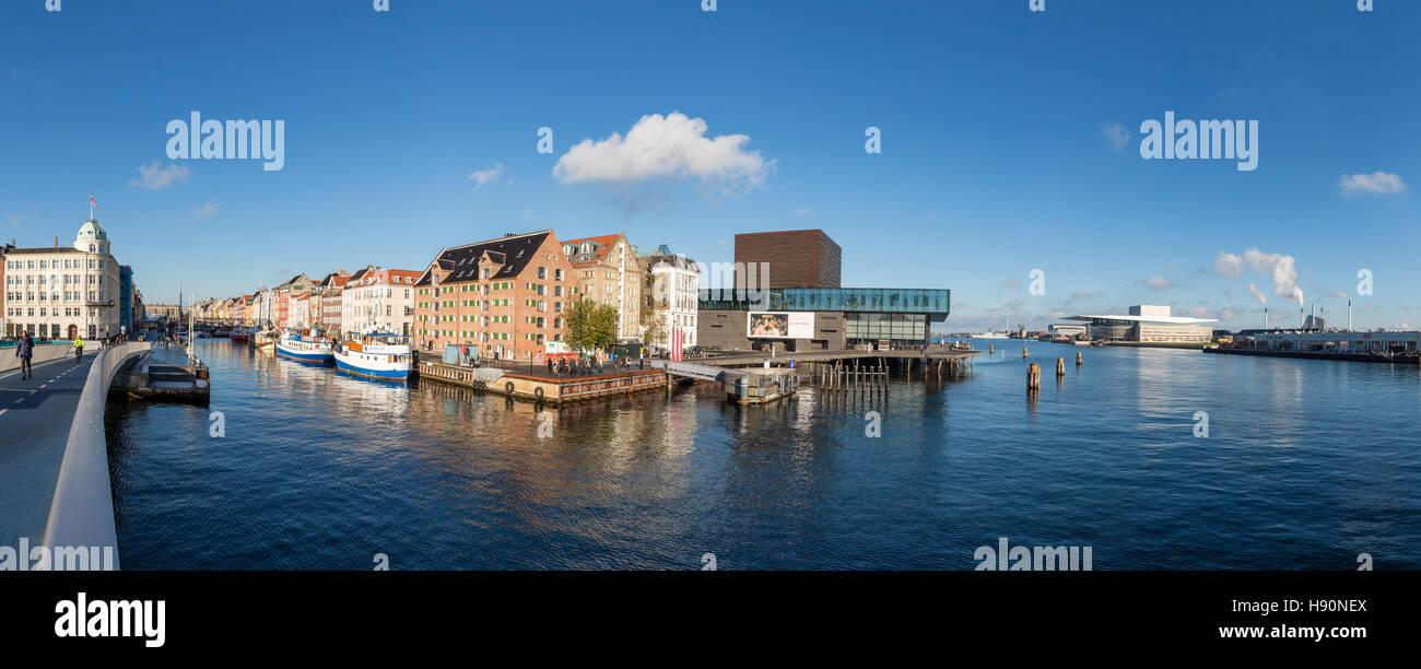 Panorama der innere Hafen von Kopenhagen mit Nyhavn und dem Opernhaus, Kopenhagen, Dänemark Stockbild