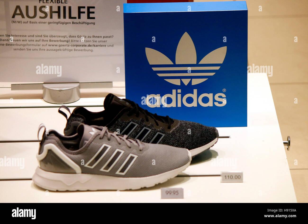 "Das Logo der Marke ""Adidas"", Berlin. Stockfoto"
