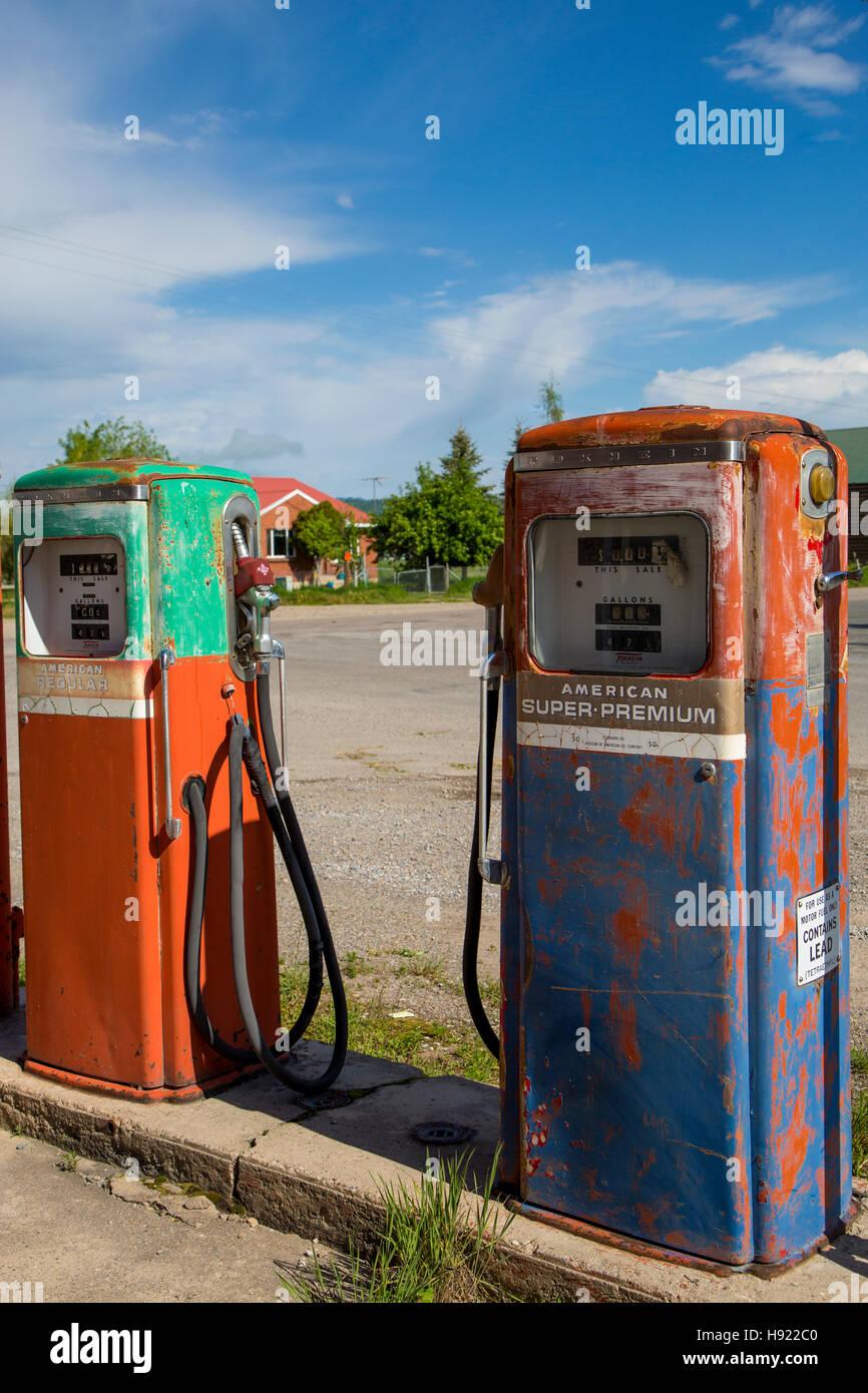village gas station stockfotos village gas station. Black Bedroom Furniture Sets. Home Design Ideas