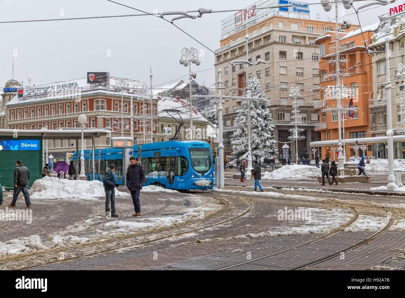 Zagreb-verschneiten Tram-station Stockfoto