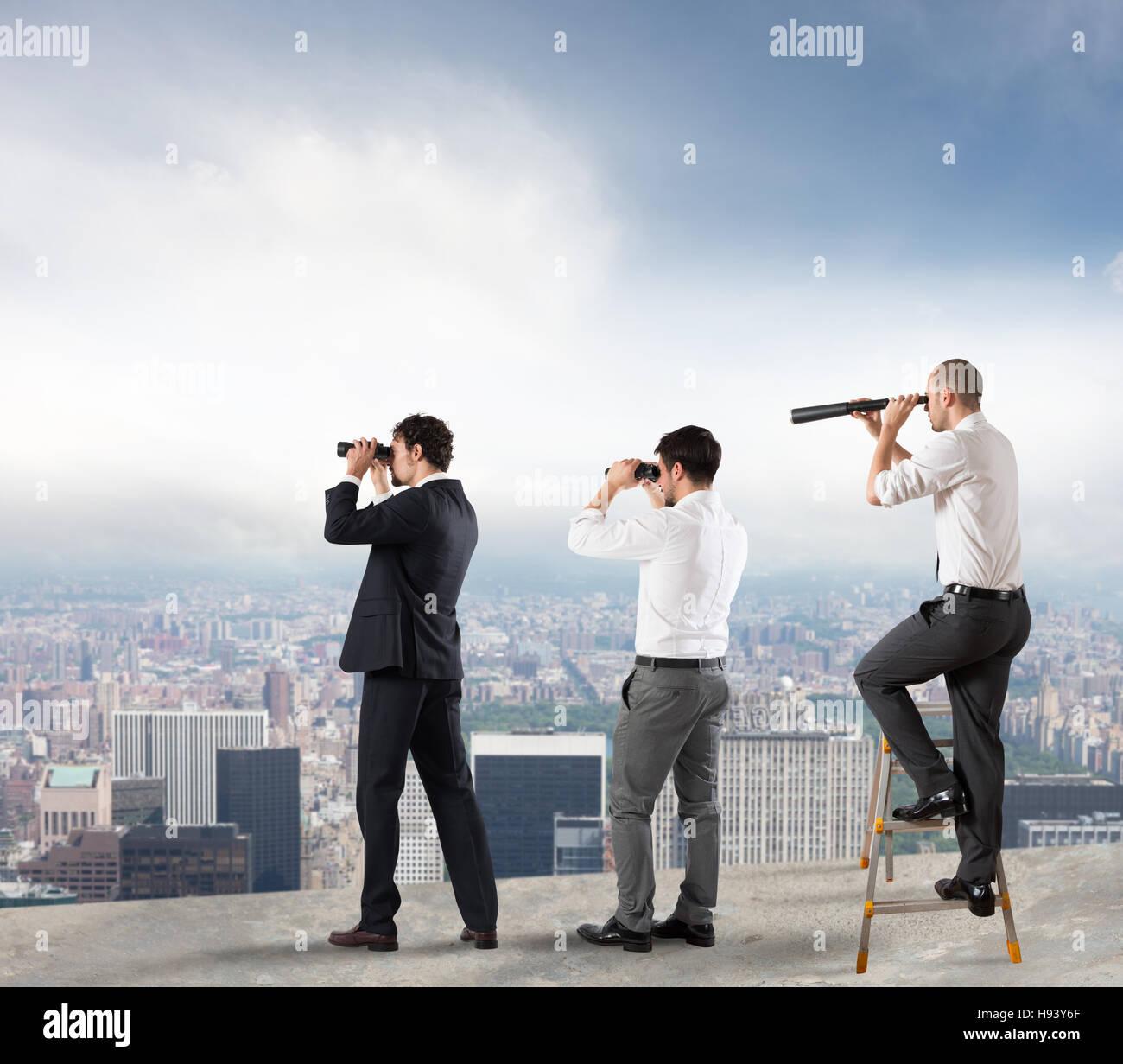Geschäftsleute, die in die Zukunft Stockbild