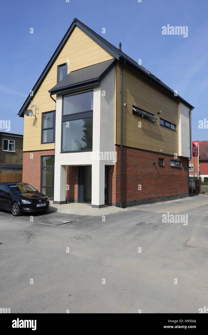 """Außen ein neues Super-isolierte Haus in West London, UK. Geangelt in Ziegel, Beton, Rendern """"und"""" Stockbild"""