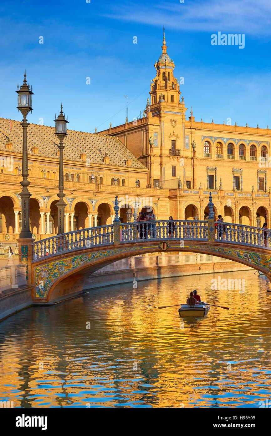 Plaza de Espana, Boot am Kanal, Sevilla, Spanien Stockbild