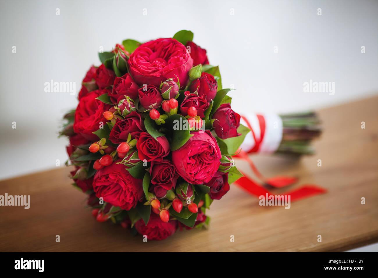 hochzeit brautstrau der grosse rote rosen stockfoto bild 126170239 alamy. Black Bedroom Furniture Sets. Home Design Ideas