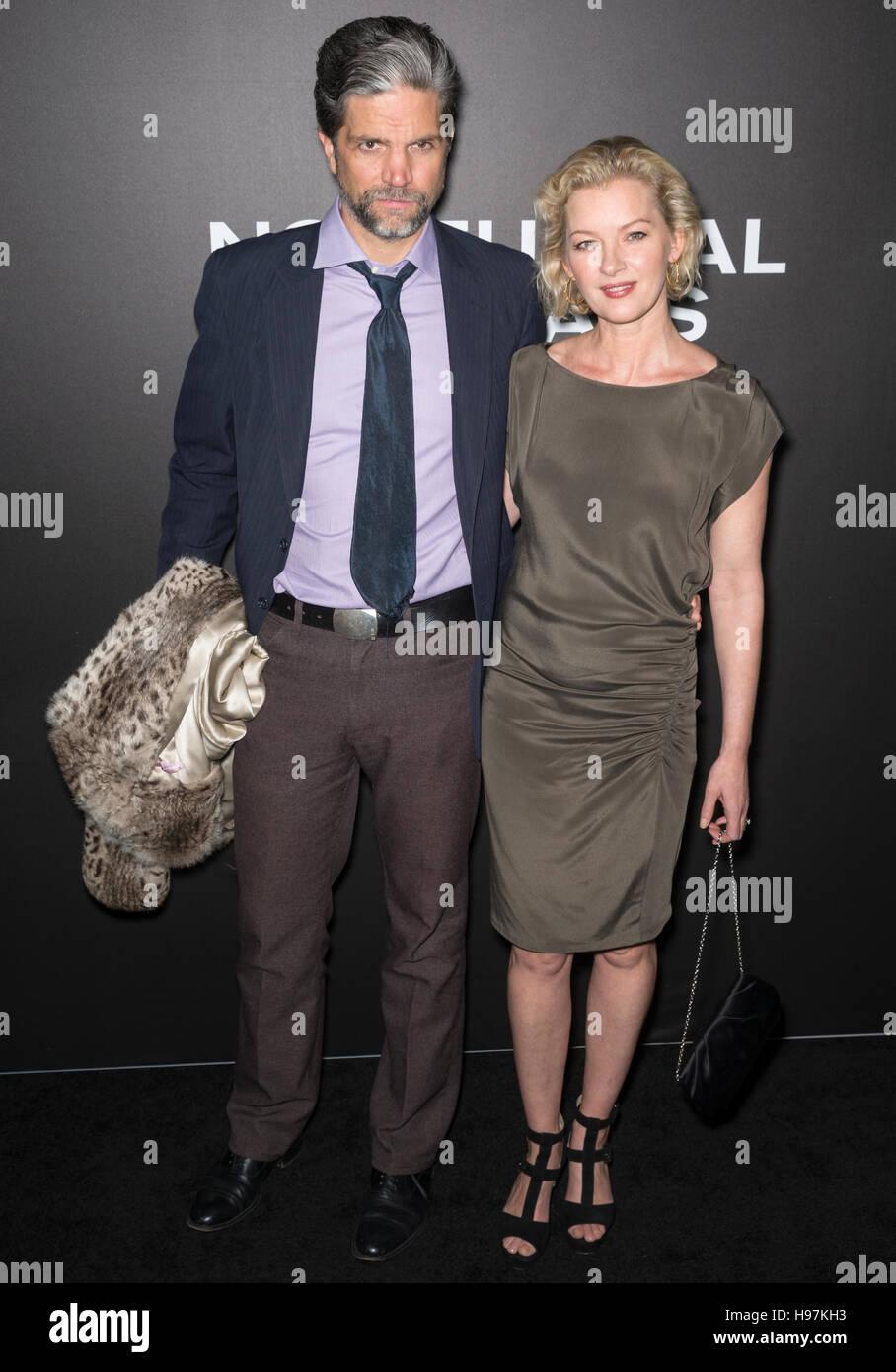New York City, USA - 17. November 2016: Tod Williams und Schauspielerin Gretchen Mol besuchen die 'Nachttiere' Stockbild