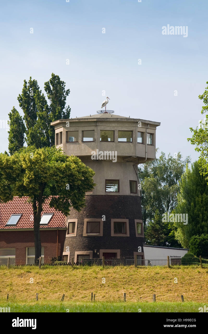 Deutschland, Ruhrgebiet, Voerde, Haus Silberdistel am Rhein in Goetterswickerhamm, alten Mühlenturm heute ein Stockbild