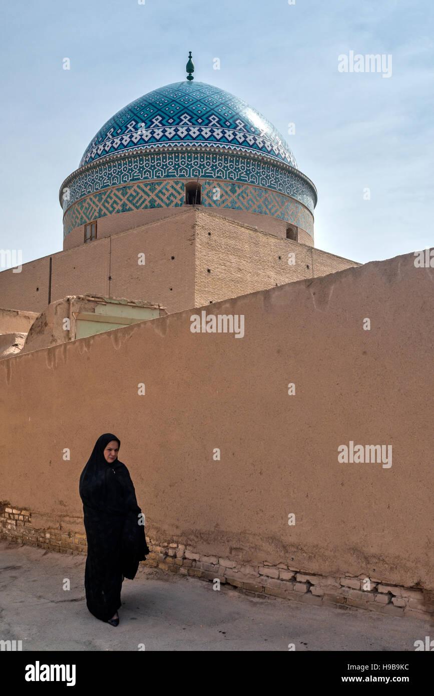 Frau zwölf Imam Mausoleum Yazd im Iran Stockbild