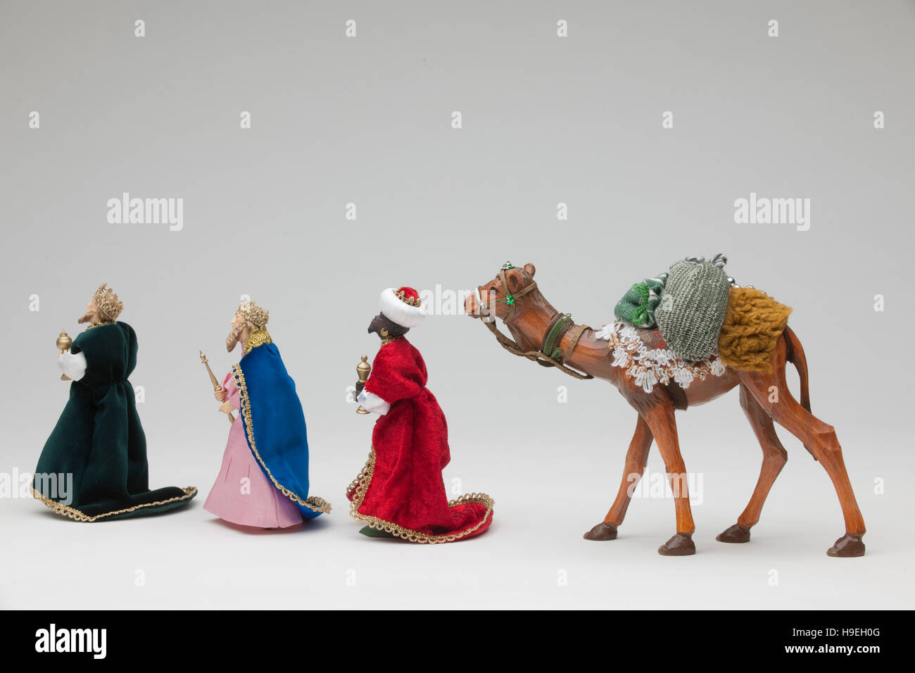 Krippenfiguren der Firma Lang aus Oberammergau, Heilige Drei Begrüssungstrunk Stockbild