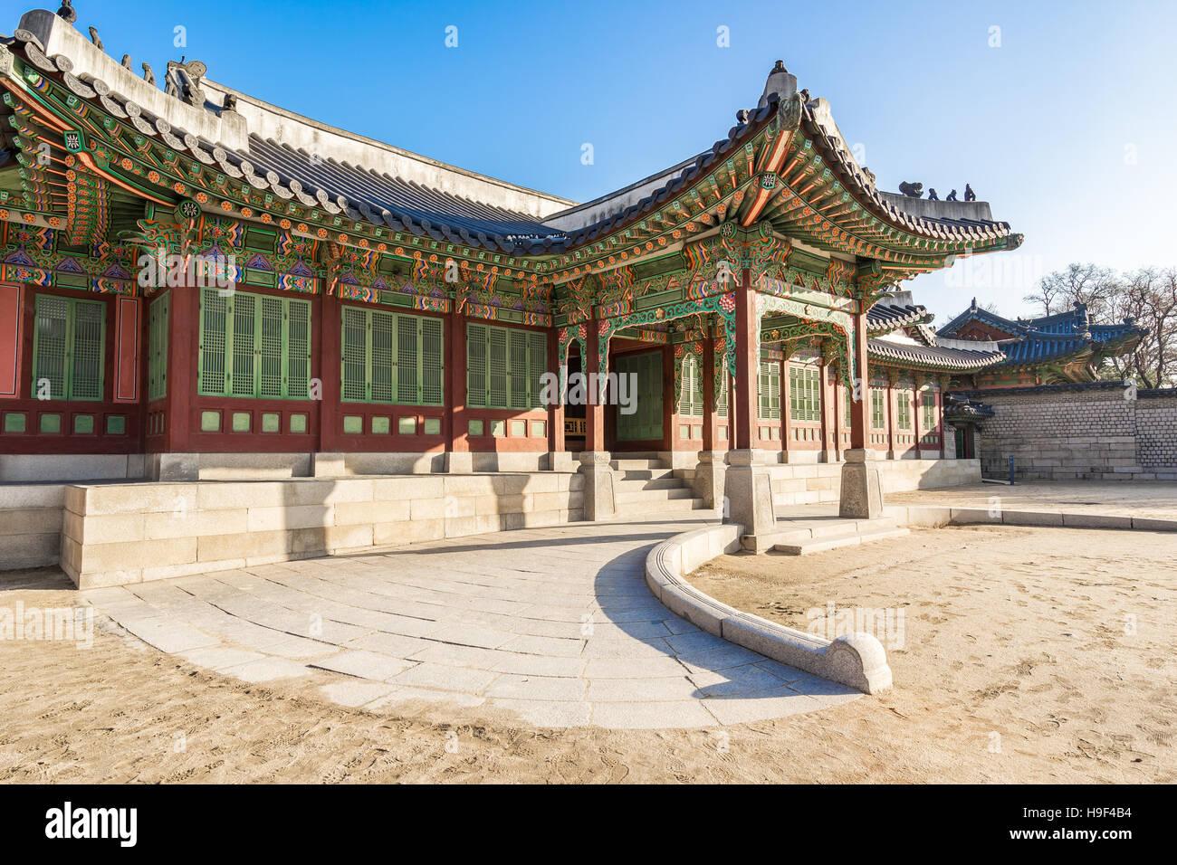 Seoul, Südkorea - 5. Dezember 2015: Changdeokgung Palace war die zweite königliche Villa gebaut nach dem Stockbild