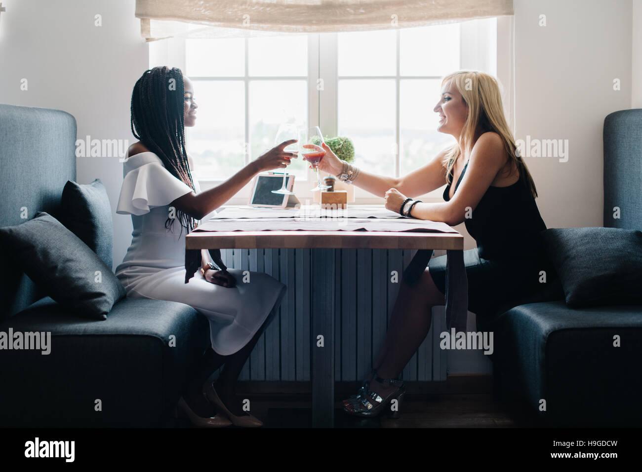 Schwarzes Mädchen Weißes Mädchen Lesbisch