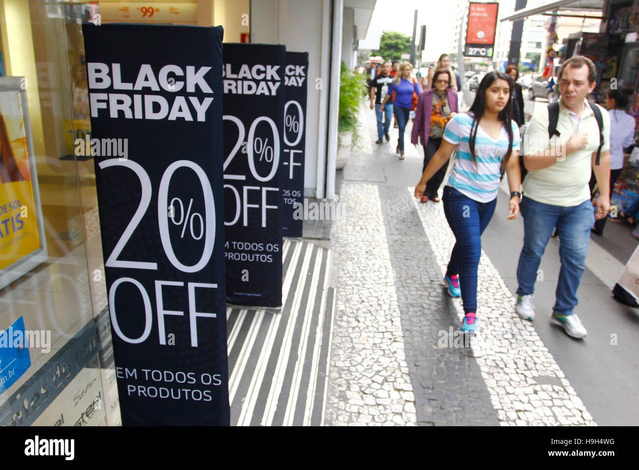 SÃO PAULO, SP - 23.11.2016: BLACK FRIDAY Brasilien 2016 - findet statt am kommenden Freitag (25) schwarzen Stockbild