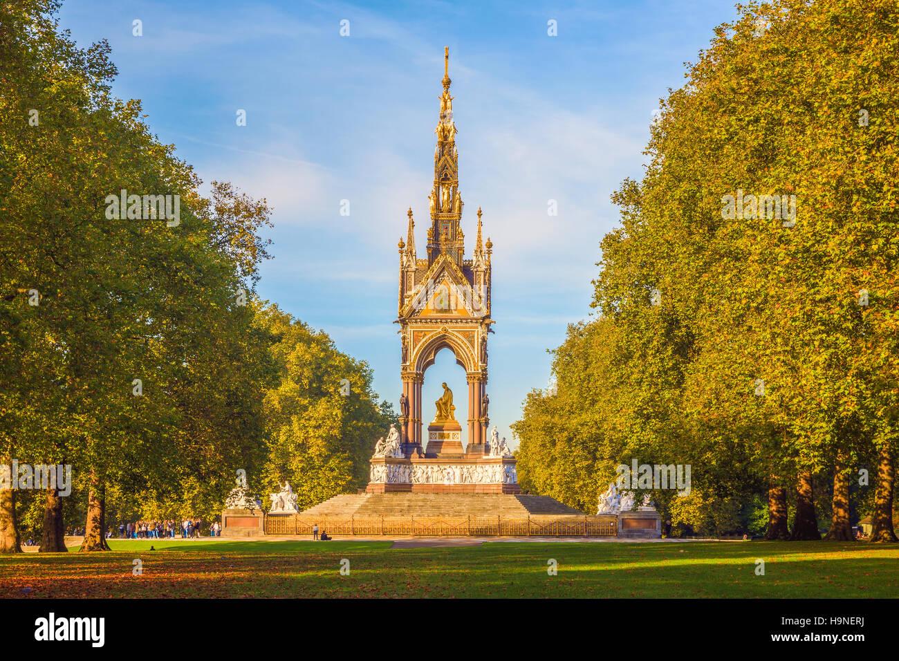 Herbstsaison am Albert Memorial in London Stockbild