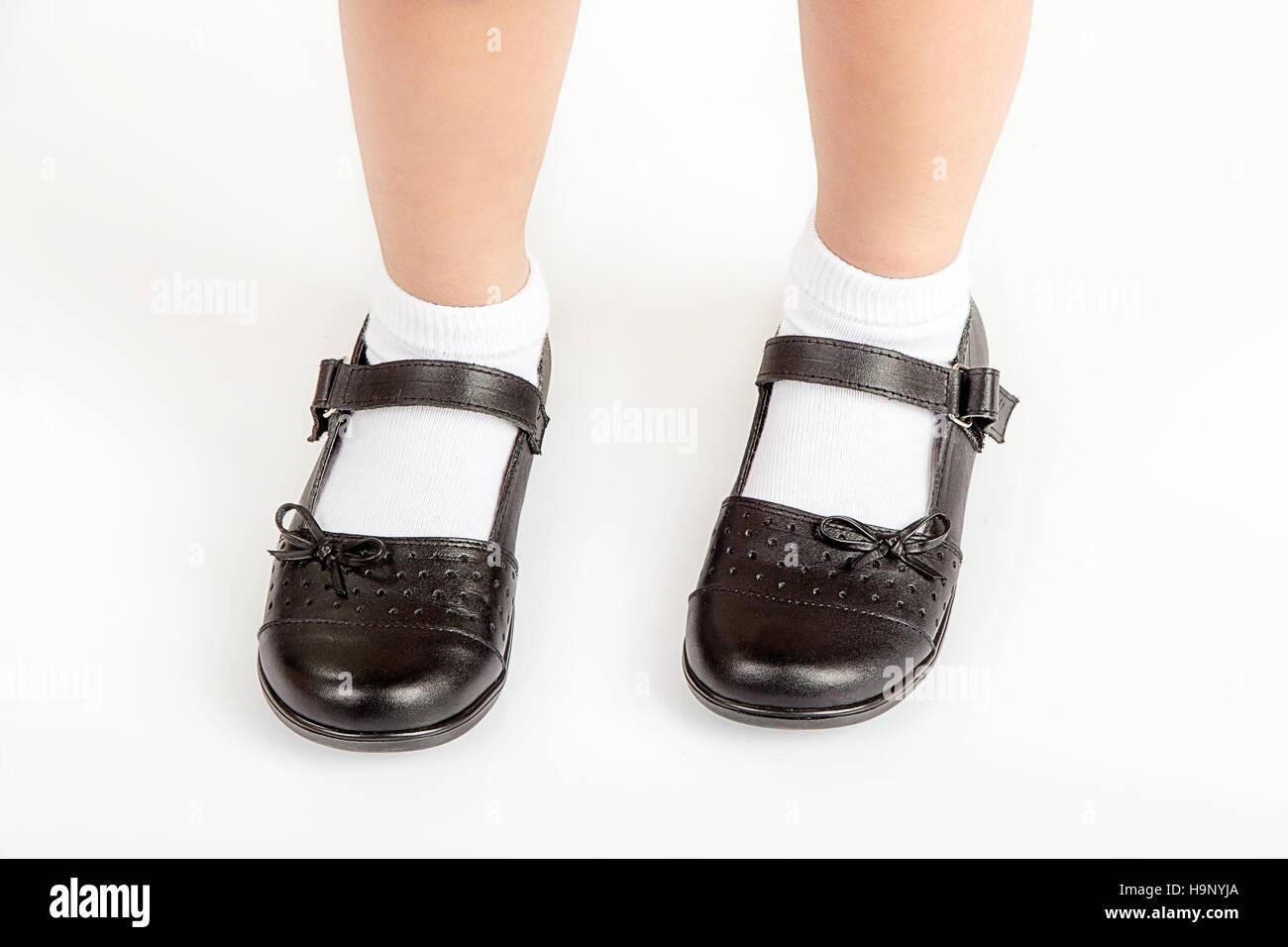 junge schule studentin tragen schwarze schuhe und wei e. Black Bedroom Furniture Sets. Home Design Ideas
