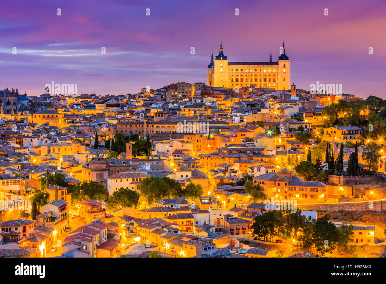 Toledo, Spanien. Panoramablick auf die Altstadt und der Alcazar (Königlicher Palast). Stockbild
