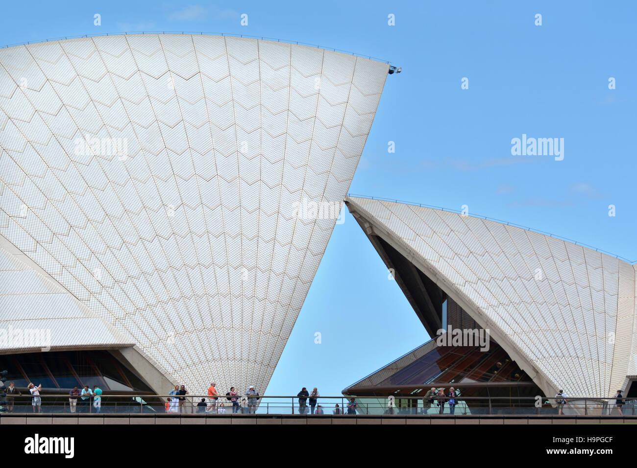 SYDNEY - 19.Okt 2016:Visitors in Sydney Opera House, ein Multi-Veranstaltungsort Performing Arts Center in Sydney, Stockfoto