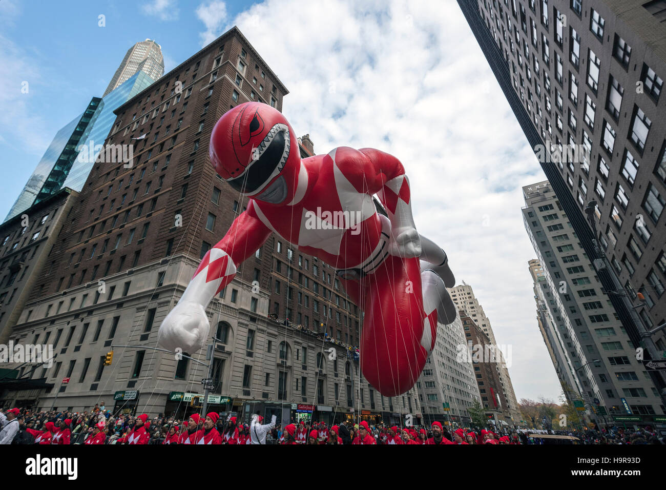 "New York, USA. 24. November 2016. Foto aufgenommen am 24. November 2016 zeigt den Ballon ""Red Mighty Morphin Stockbild"