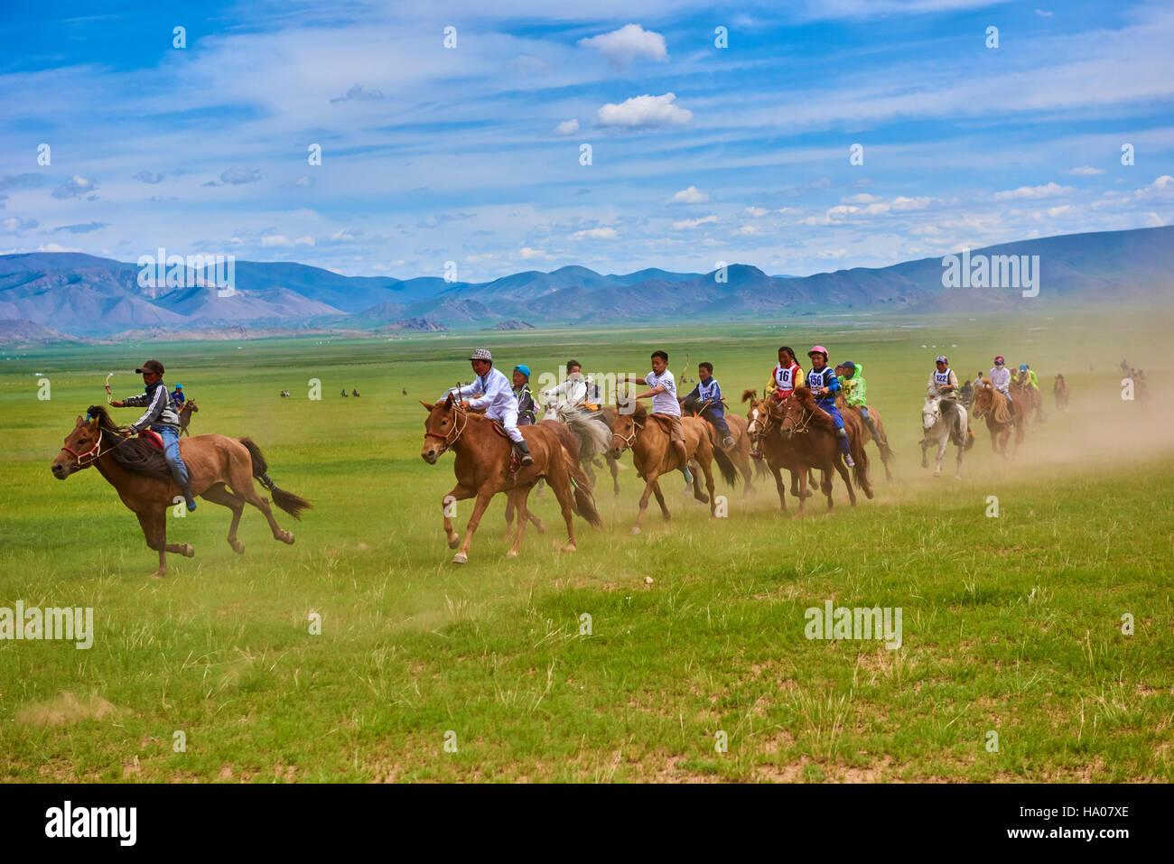 Mongolei, Bayankhongor Provinz, Naadam, traditionelle Festivals, Pferderennen Stockbild