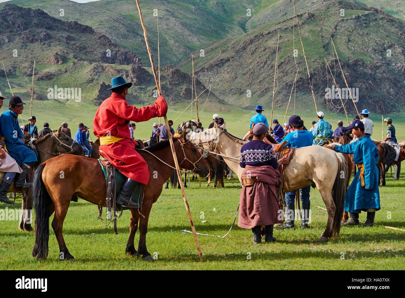 Mongolei, Bayankhongor Provinz, Naadam, Volksfest, jungen Nomaden mit ihren Urga Stockbild