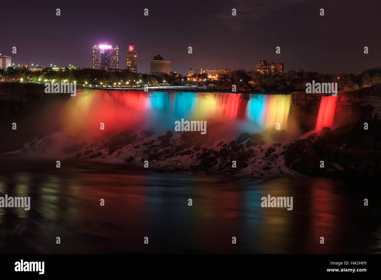 Niagara-Fälle bei Nacht Stockbild