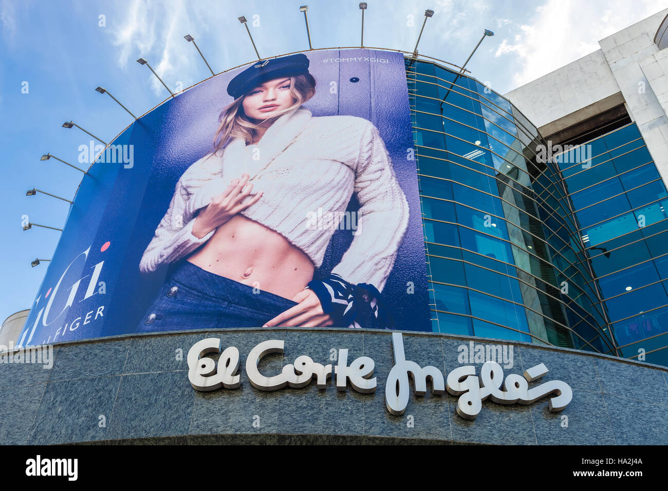 Lissabon, Portugal - 19. Oktober 2016: El Corte Ingles, ein high-End-Shopping-Mall. Plakatwand oder große Anzeige Stockbild