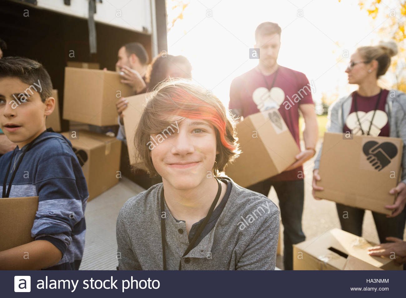 Boy Helping Charity Stockfotos & Boy Helping Charity Bilder - Alamy