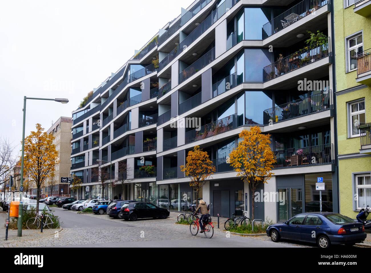 Moderne Luxus Wohnhaus Wohnung Entwicklung im Pettenkoferstrasse in Friedrichshain, Berlin, Deutschland Stockbild