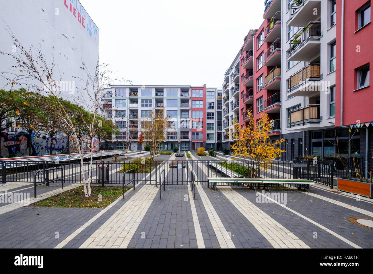 Moderne Wohnapartmentblock Entwicklung im Pettenkoferstrasse in Friedrichshain, Berlin, Deutschland Stockbild
