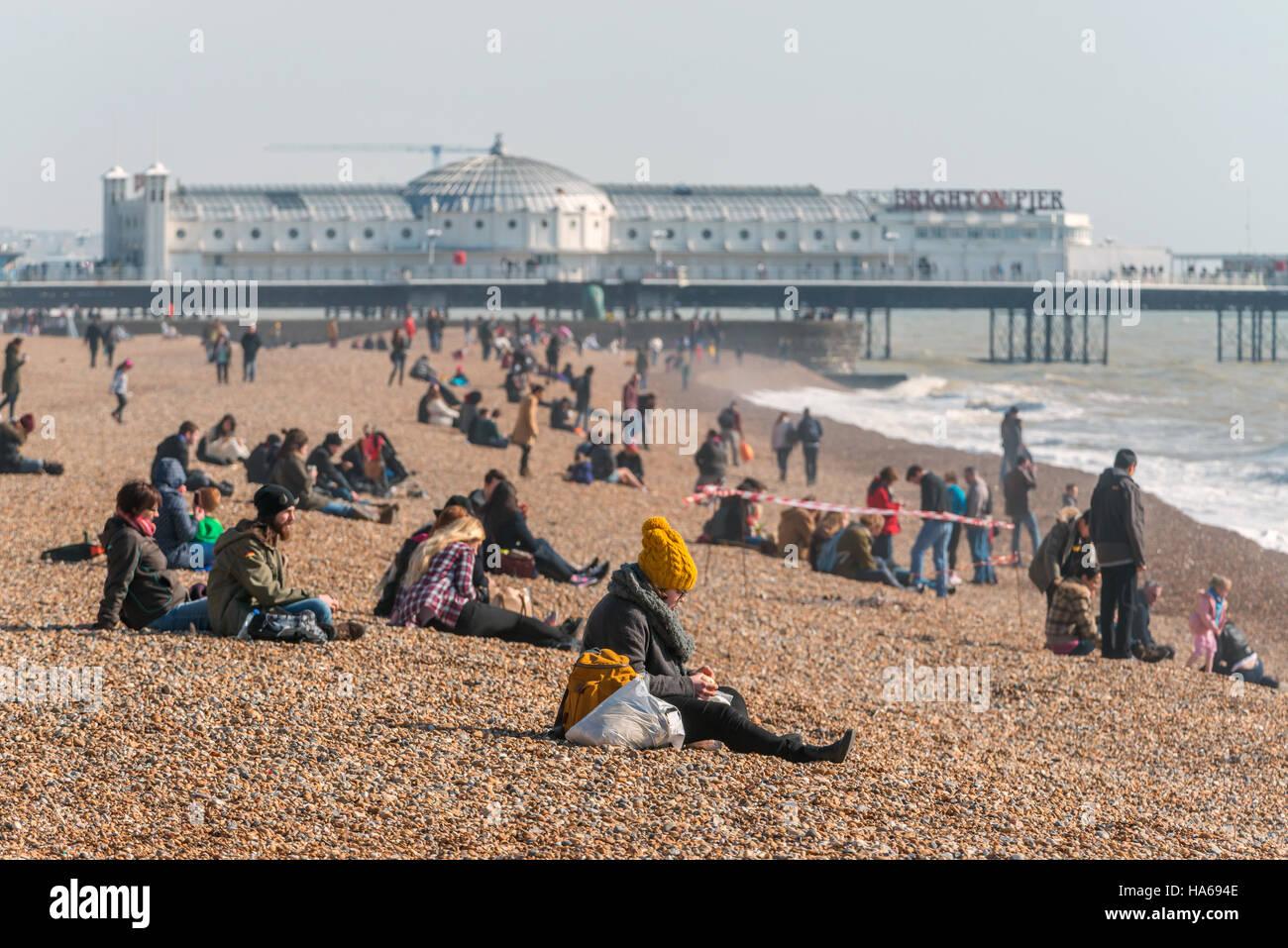 Einem hellen Frühlingsmorgen am Strand von Brighton. Stockbild