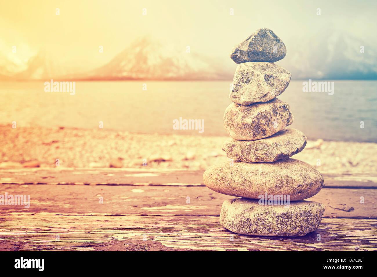 Vintage getönten Stapel von Steinen, Gleichgewicht und Harmonie Konzept, Grand-Teton-Nationalpark, Wyoming, Stockbild