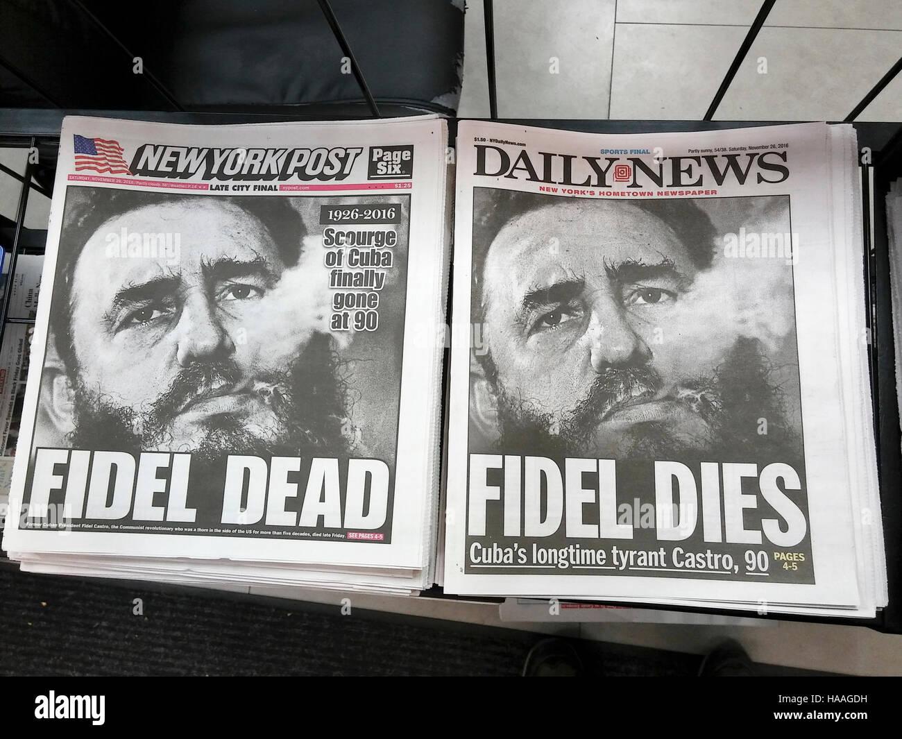 Die New York Post und News zum Samstag, 26. November 2016 aussehen fast identisch, wie sie nach dem Tod von Kubas Stockbild