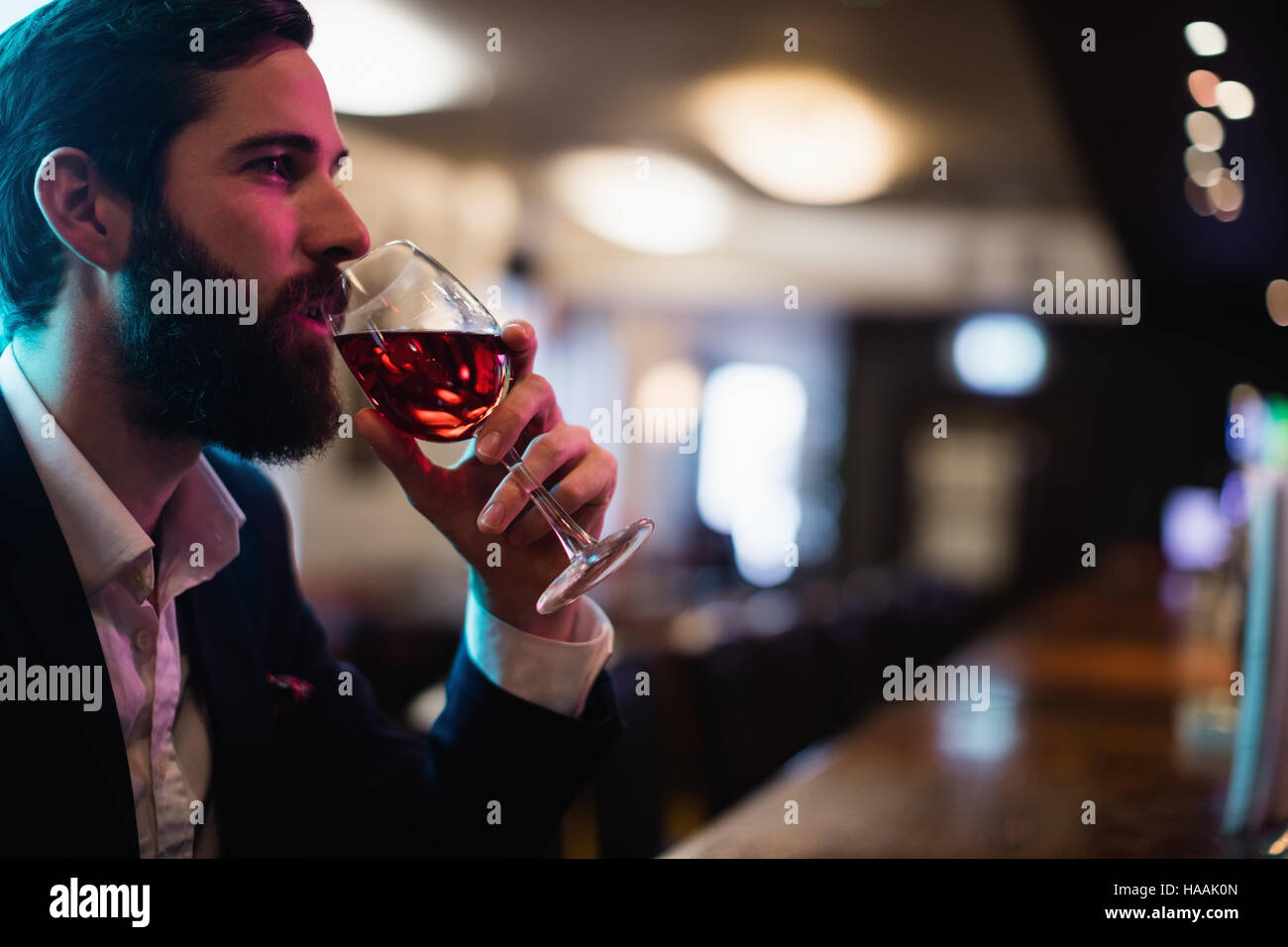 Businessman Hotel Bar Stockfotos & Businessman Hotel Bar Bilder - Alamy