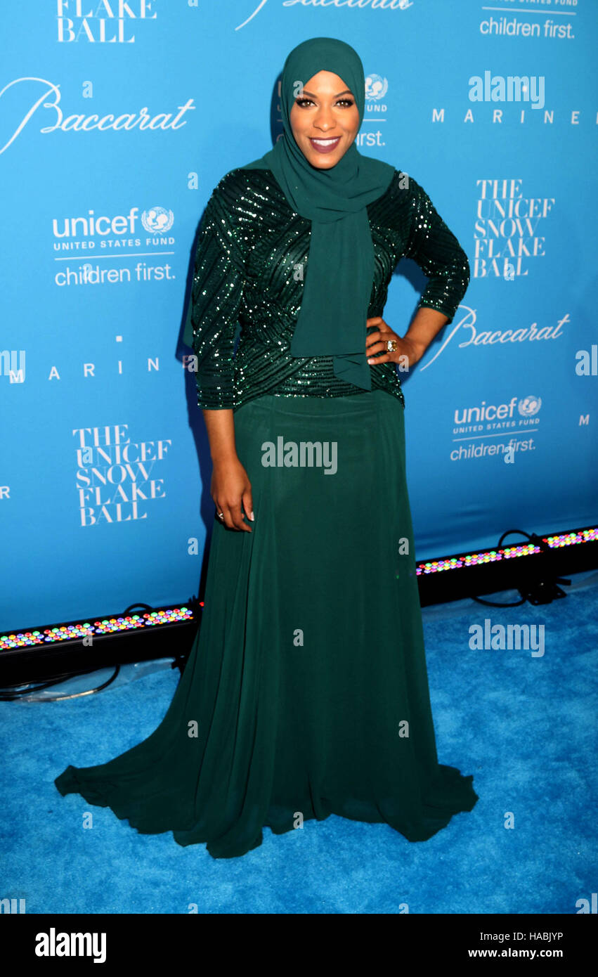 New York, USA. 29. November 2016. Olympische Säbel-Fechter für USA IBTIHAJ MUHAMMAD besucht die UNICEF Stockbild