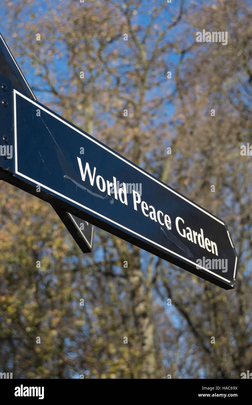 Wegweiser Fur Den Welt Frieden Garten Hampstead London England