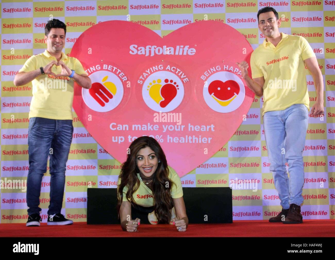 Schauspieler Shilpa Shetty zeigt Fitness Anwesenheit von Küchenchef Kunal Kapur Cyrus Sahukar Weltherztag Programm Stockbild
