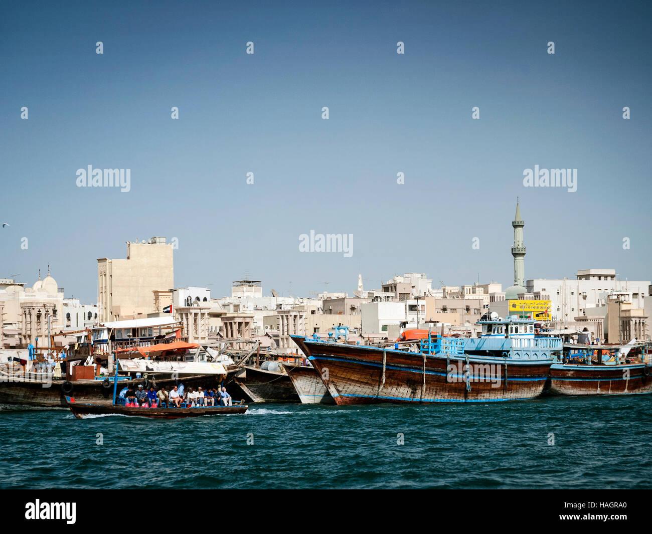 traditionellen alten arabischen Dhau Holz Boote im Hafen von Deira Dubai Hafen Vereinigte Arabische Emirate Stockbild
