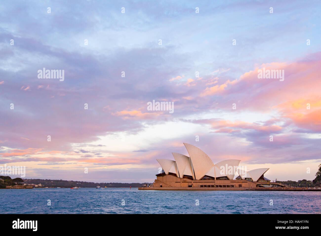 Das Sydney Opera House, Australien in der Abenddämmerung Stockfoto