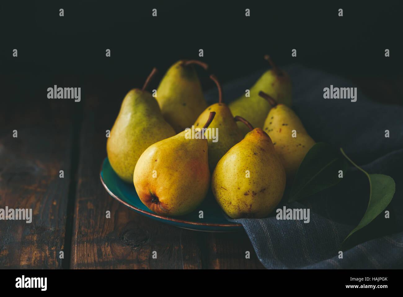Birnen auf einem Teller, Stillleben Stockbild