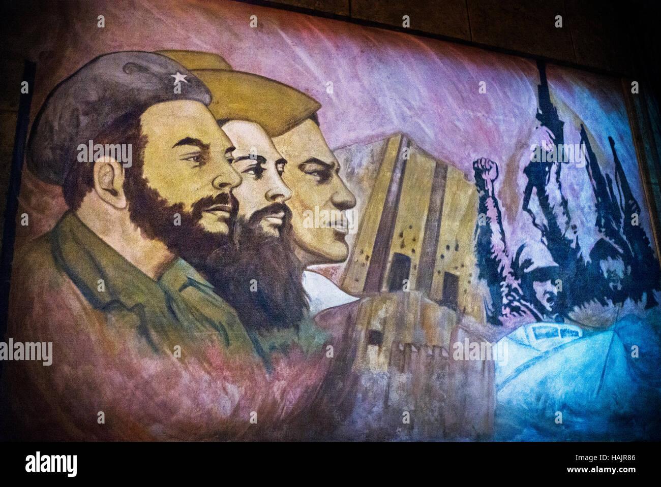 Graffiti, revolutionäre Helden wie Camillo Cienfuegos darstellen; Fidel Castro und Che Guevara Havanna, Kuba Stockbild