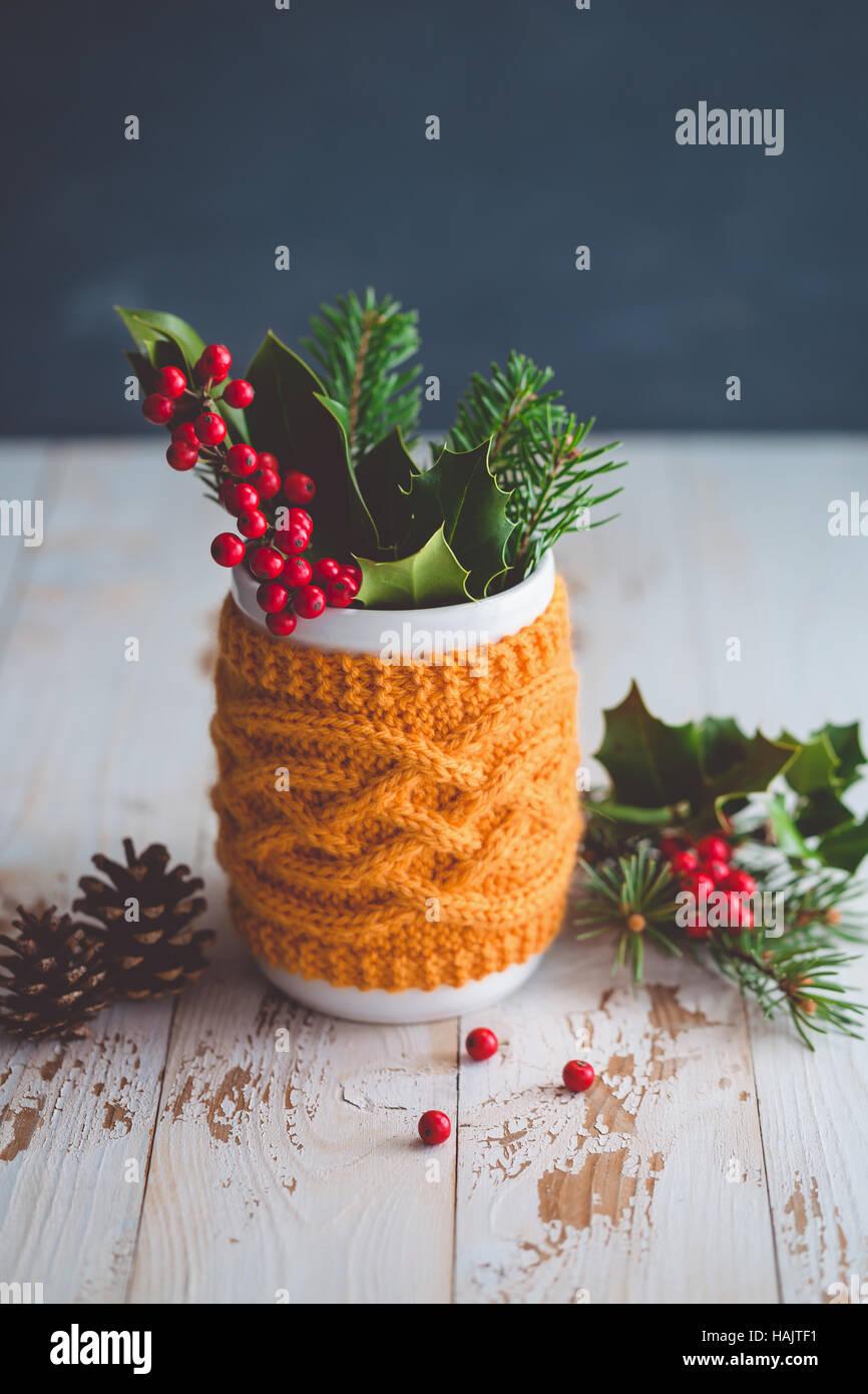 Weihnachtsarrangement Beeren der Stechpalme Stockbild