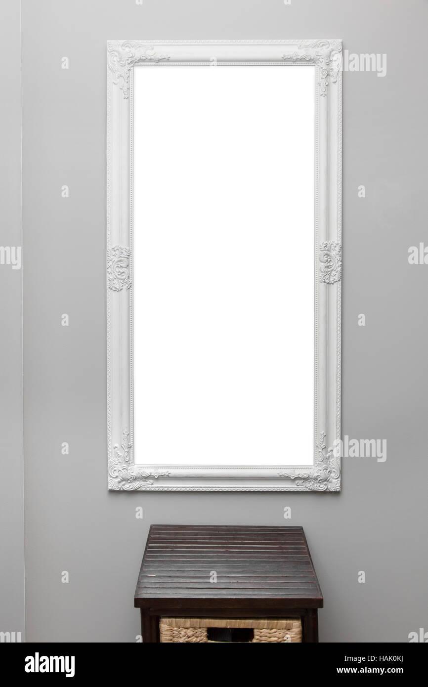 weiße Vintage Spiegel-Rahmen an der grauen Wand Stockfoto, Bild ...