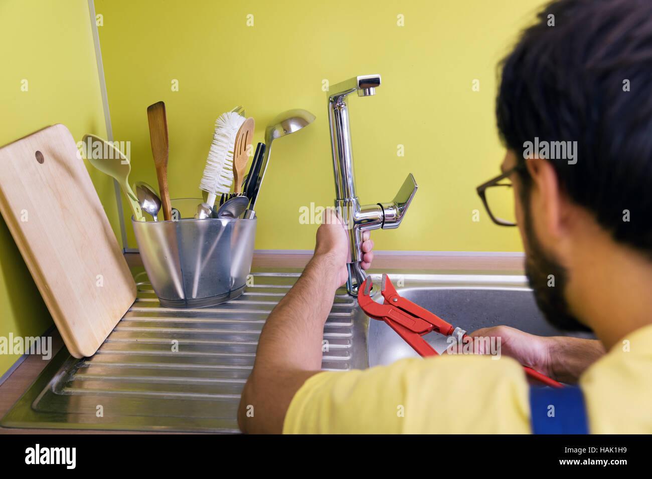 Outdoorküche Mit Kühlschrank Reparieren : Wasserhahn in der küche reparieren hornbach arbeitsplatten küche