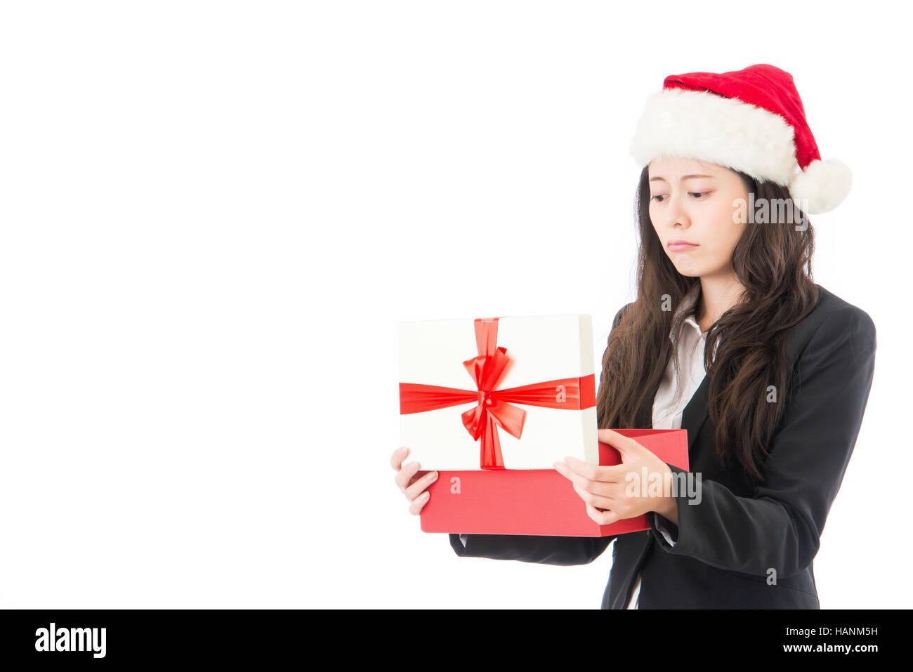 Frau öffnen Weihnachtsgeschenk enttäuscht und unzufrieden, junge ...