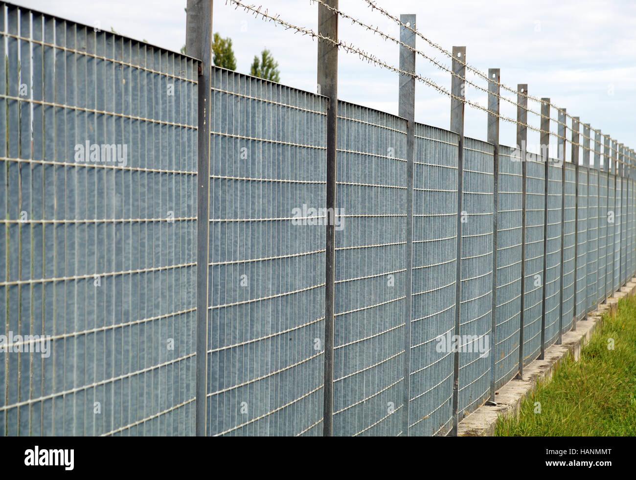 Anti Eintrag Zaun Mit Scharfen Spitzen Stahl Stockfoto Bild