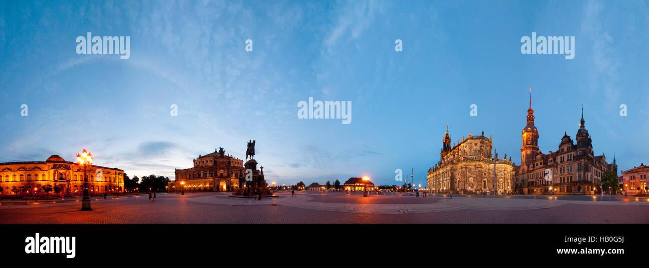 Dresden: Theater Platz mit Bildergalerie von Zwinger, Semperoper, König-Johann Herrschaft, italienisches Dorf, Stockbild
