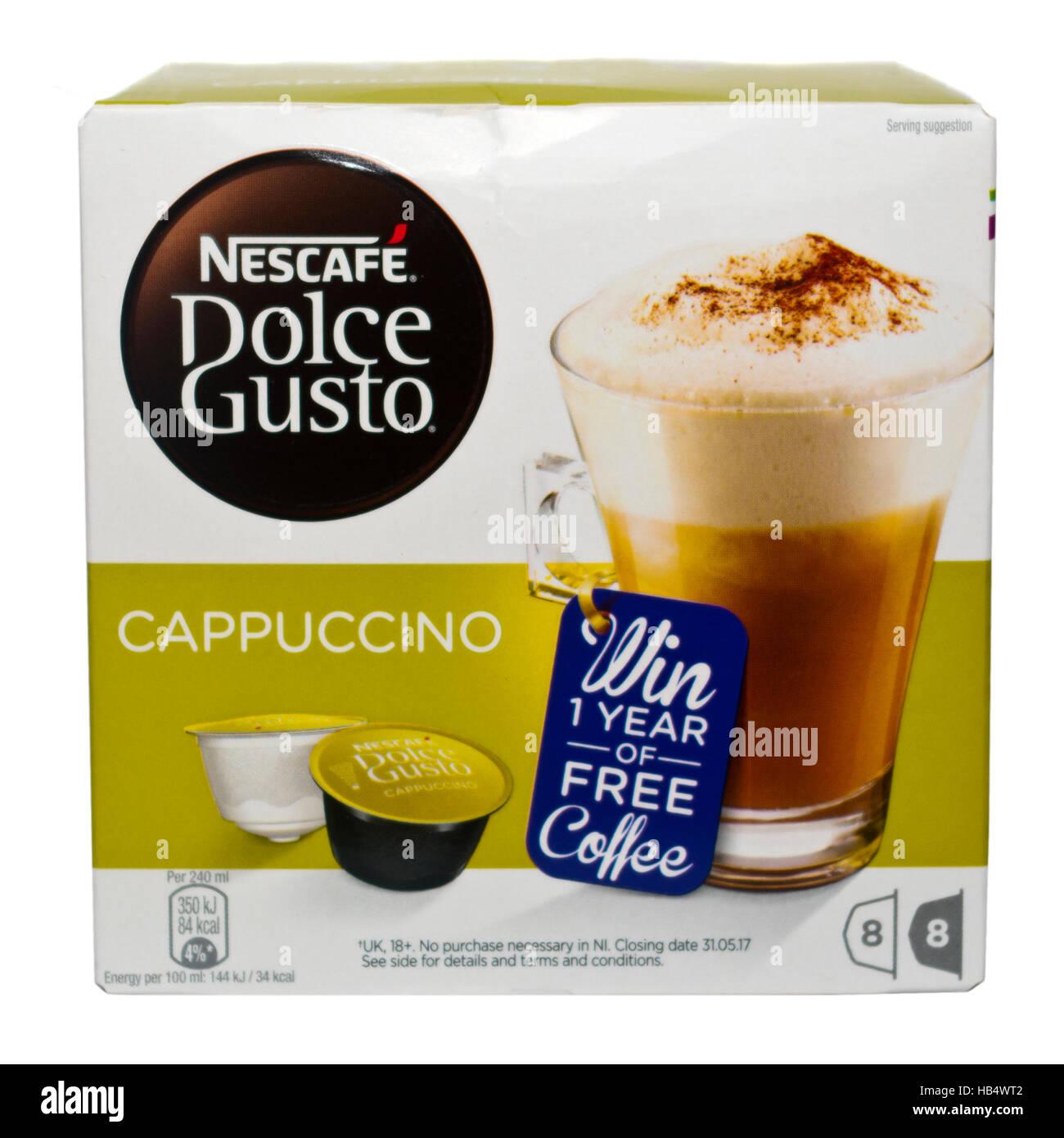Schachtel mit Nescafe Dolce Gusto Cappuccino Kapseln Stockbild