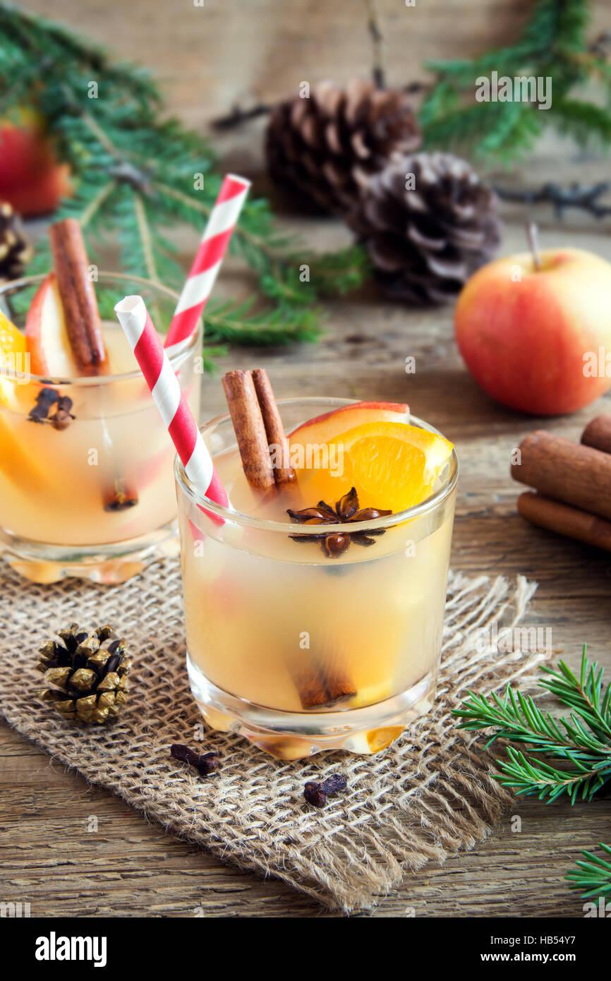 Hot Toddy (Apfel orange rum-Punsch) zu trinken, zu Weihnachten und ...