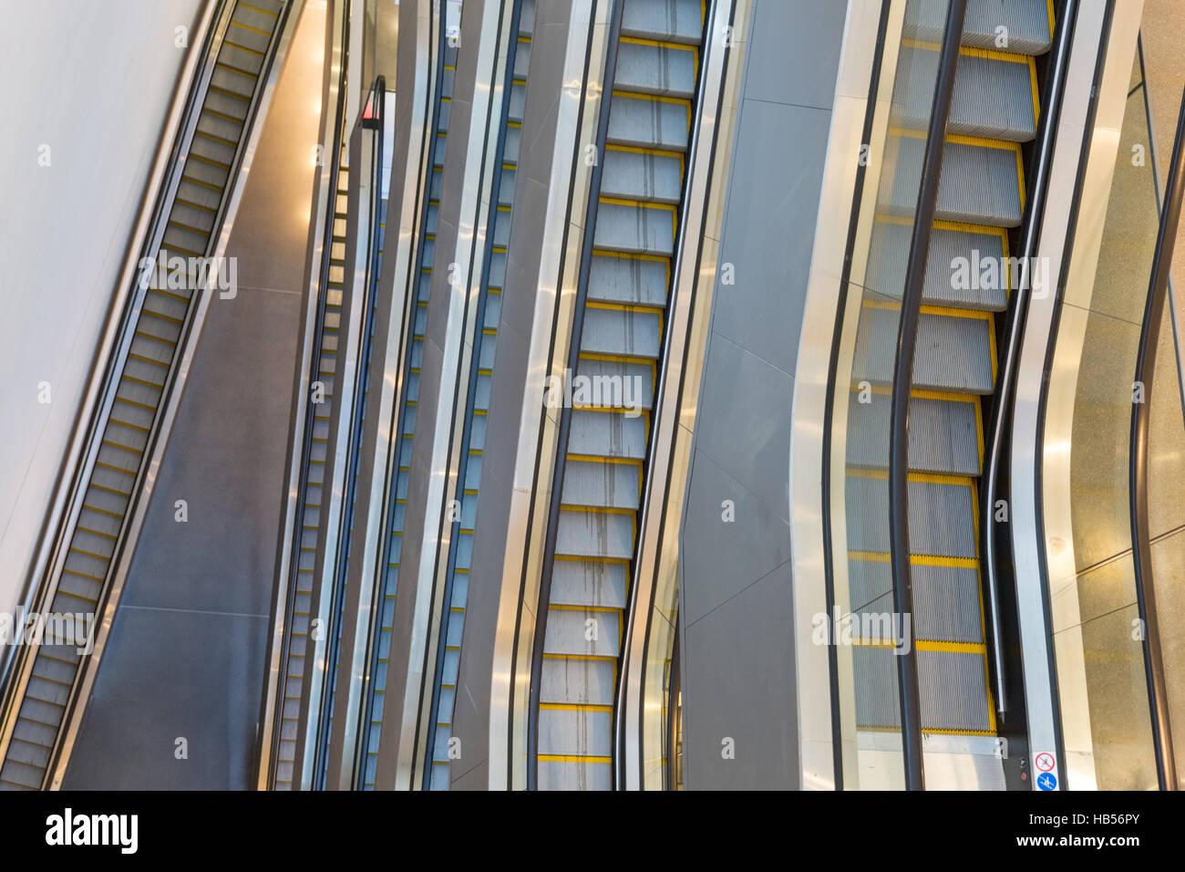 Gestapelte Rolltreppen im Dortmunder U-Turm oder Dortmunder U, ehemalige Dortmunder Union-Brauerei, Bau, Deutschland Stockbild