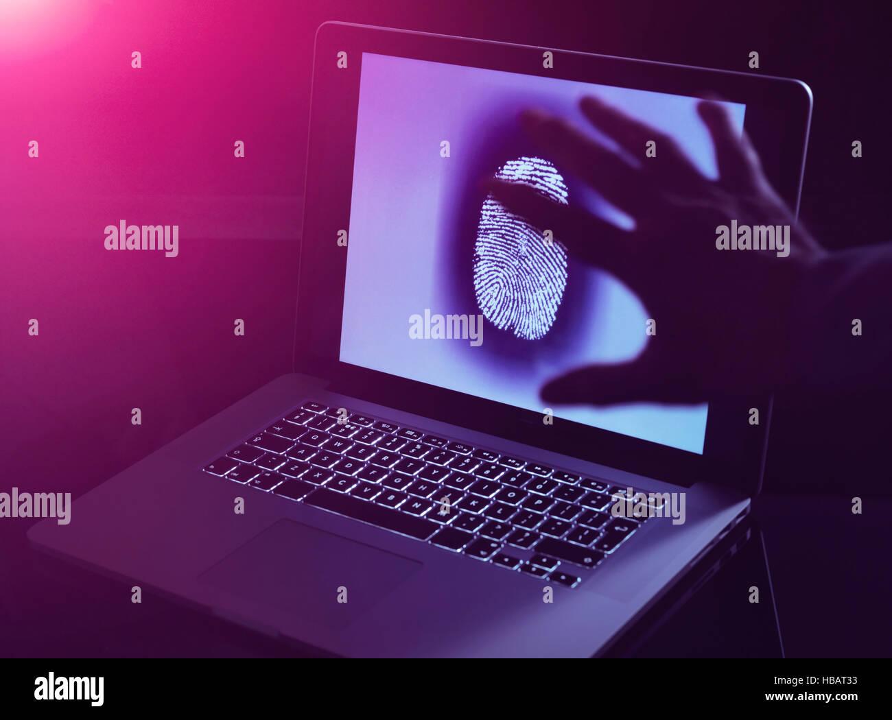 Hand greifen die Personal-Identität von jemandem online Stockbild