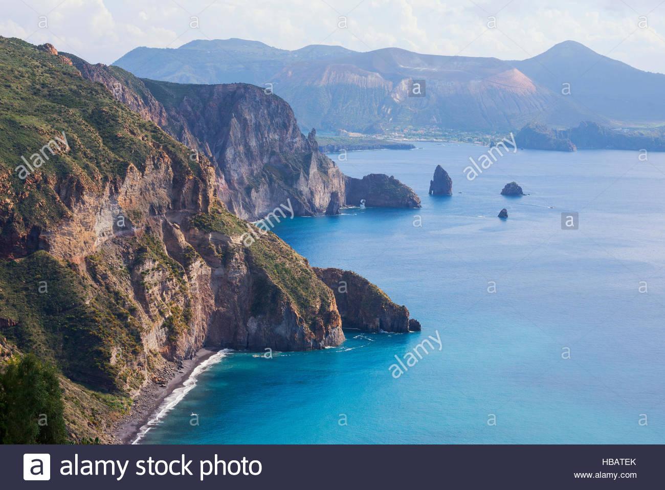 Blick auf Lipari und Vulcano Insel von Belvedere Quattrocchi, Sizilien, Italien Stockbild